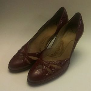 Sofft dark red patent 7M